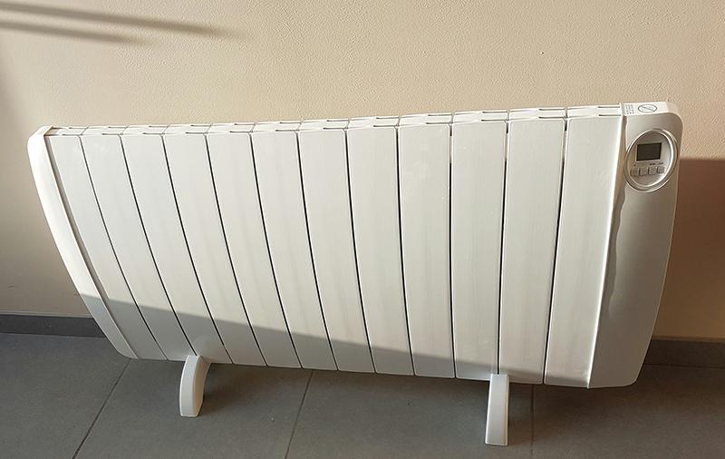 radiateur sur pied excellent chauffage duextrieur lectrique radiateur halogne sur pied vezuvio. Black Bedroom Furniture Sets. Home Design Ideas